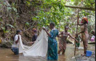 gabón mujeres pescando africa